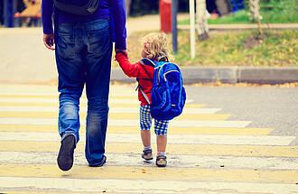 Erst zur Impfberatung, dann in die Kita: Bundesgesundheitsminister Gröhe will mit einem neuen Gesetz den Druck auf die Eltern erhöhen