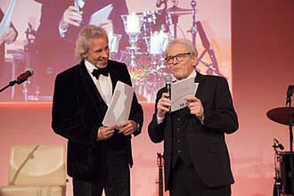 Moderator Thomas Gottschalk und Charité-Chef Karl Max Einhäupl bei der Charity for Charité 2015: Rekordsumme für kranke Kinder gesammelt