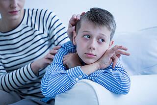 autismus, asperger, mutter und kind, junge