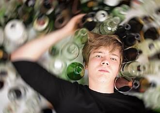 Immer mehr junge Menschen trinken übermäßig Alkohol