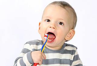 Erste Zahnputz-Übungen