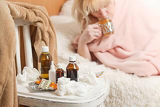Eine Erkältung braucht ihre Zeit. Weder Schmerzmittel noch Antihistaminika können daran etwas ändern