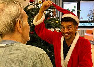 Es ist Weihnacht, Hallelujah!: Vivantes-Pfleger Tom Paßkönig spielt an Heiligabend gerne den Weihnachtsmann:
