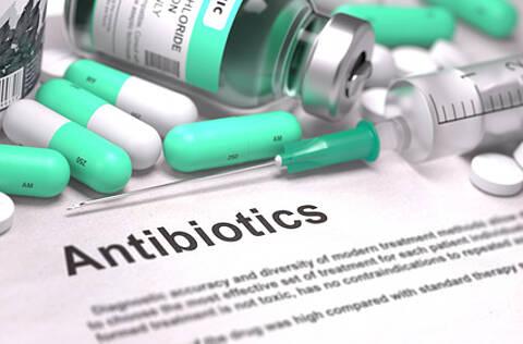 """Antibiotika mit der Endung """"floxacin"""" können schwer Nebenwirkungen auslösen. Die Europäische Zulassungsbehörde EMA prüft nun die Risiken"""