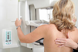 Zur Früherkennung von Brustkrebs wird die Mammografie genutzt