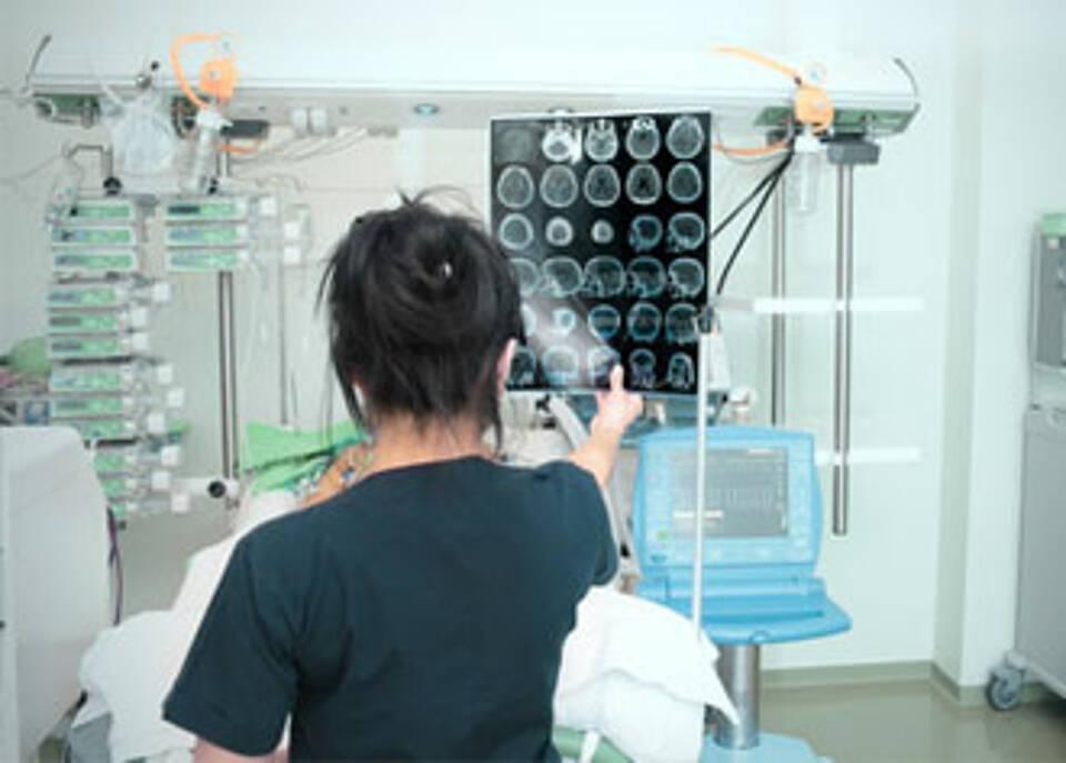 Neuartiger Hirnschrittmacher verbessert Mobilität bei Parkinson