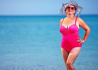 Britische Forscher vermuten einen Zusammenhang zwischen der steigenden Zahl an Hautkrebsfällen und billigen Pauschalreisen