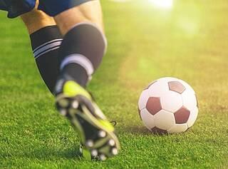 Fußballspielen, Fußballtraining, O-Beine