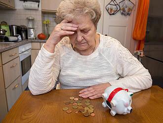 pflege, pflegekosten, pflegeversicherung, altersarmut, rente, rentnerin,