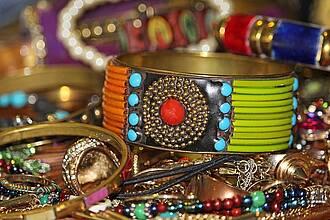 Ketten, Ringe und Co. können zu viel Blei und Cadmium enthalten. Besondere Vorsicht ist bei billigem Modeschmuck aus China geboten