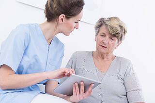 Ein neuer Pflegestützpunkt am Unfallkrankenhaus in Marzahn ergänzt das Beratungsangebot rund um die Pflege in Berlin