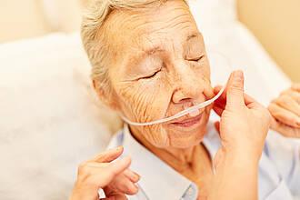 Patienten sollten Sauerstoff bekommen, wenn die Sauerstoffsättigung unter 90 Prozent sinkt