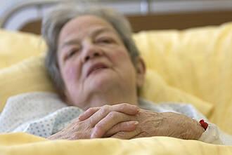 Palliativdienste sollen das Sterben im Krankenhaus menschenwürdiger machen. Einige Kassen haben jedoch unanständige Vorstellungen, was das kosten darf