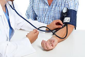 Blutdruckmessen beim Arzt