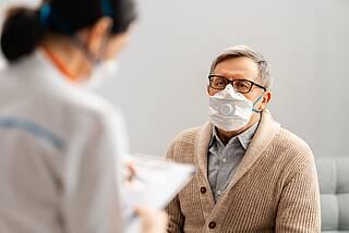 Patient mit Coronamaske