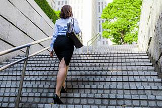 Studie: Körperliche Aktivität macht glücklich – selbst Treppensteigen hilft gegen Schwermut