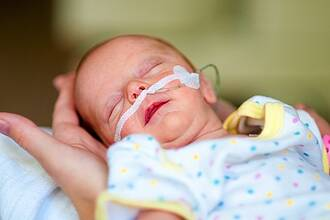 Frühgeborene brauchen genug Pflegekräfte