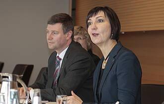 Zufrieden mit dem Jahr 2014 waren Andrea Grebe und Eibo Krahmer von der Vivantes-Führung.