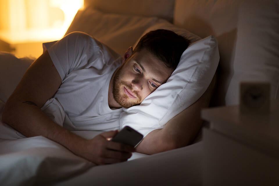 Kosten uns digitale Medien den Schlaf? Schlafforscher kommen zu überraschenden Ergebnissen