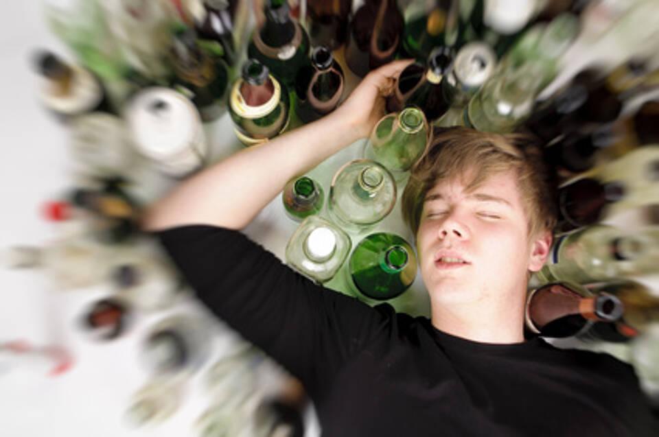 Jung und schon betrunken: Die Spätfolgen fürs Gehirn sind durchaus absehbar
