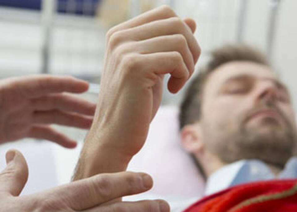 Hypnose bewirkt keine Wunder, kann aber hilfreich bei stressreichen Eingriffen sein