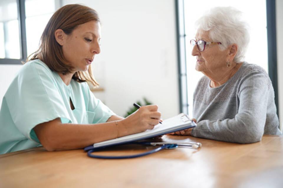 Zu viel Verunsicherung, zu viel falsch-positive Diagnosen: Der Igel-Monitor rät von Alzheimer-Tests auf eigene Faust ab