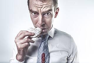 Ketogene Diät bei Krebs: keine Wirkung bewiesen, aber Hinweise auf Schäden