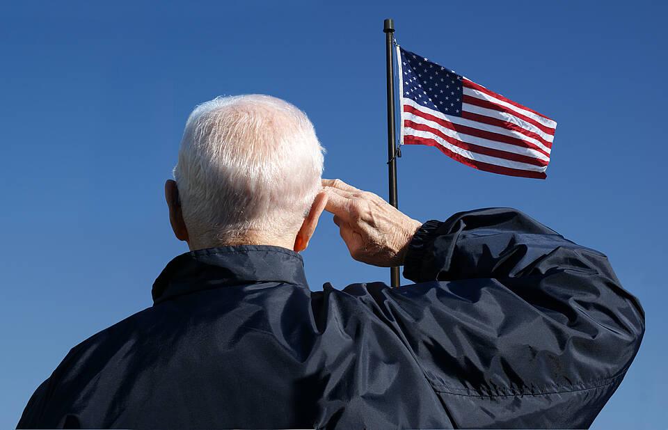 Eine retrospektive Studie an 120.000 US-Veteranen zeigt, dass regelmäßige Grippeimpfungen das Demenzrisiko um 12 Prozent reduzieren