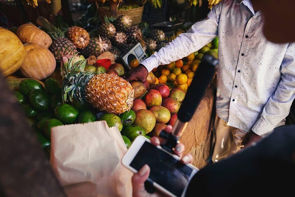 Früchte auf afrikanischem Gemüsemarkt.