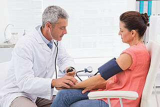 Blutdruckkontrolle, Blutdruck zweimal besser, falsch hoher Blutdruck