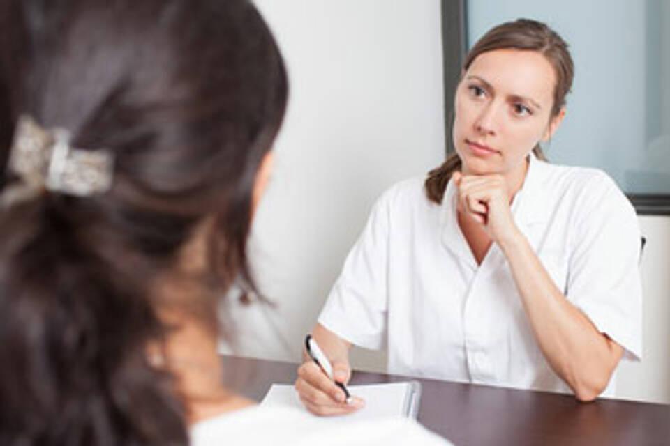 Bei starken Regelschmerzen auch an Endometriose denken