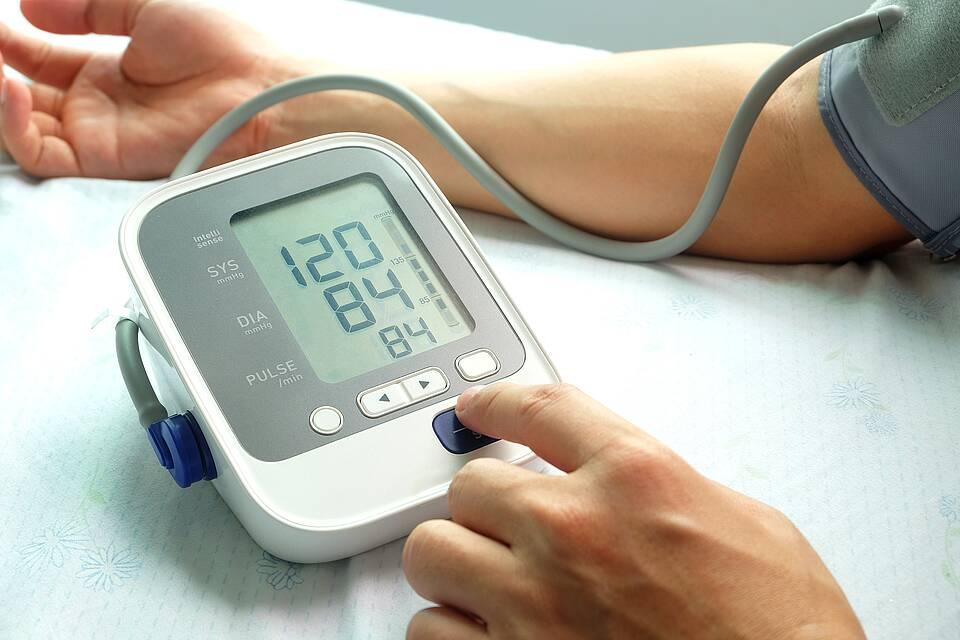 Elektronisches Blutdruck-Oberarm-Messgerät mit Display (120 zu 84))