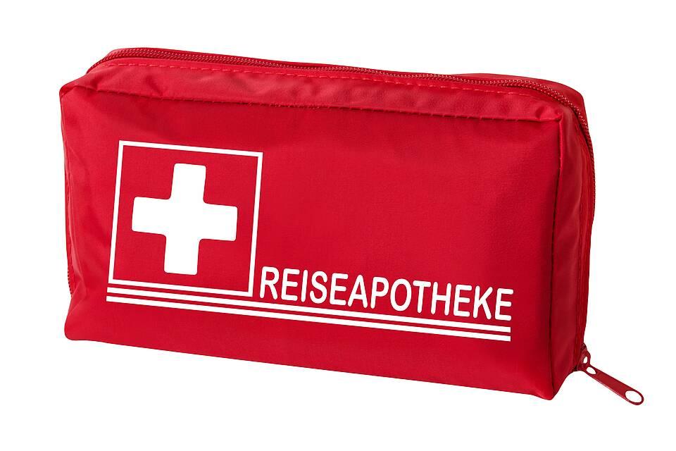 Rote Tasche für Reiseapotheke.