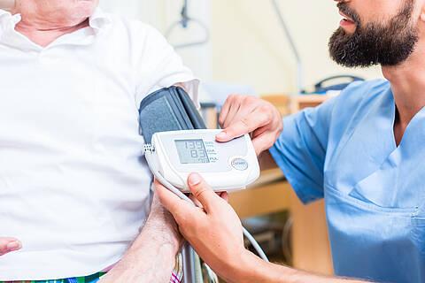 Ältere, vorerkrankte Personen genesen schneller von Covid-19, wenn sie ACE-Hemmer vorübergehend absetzen