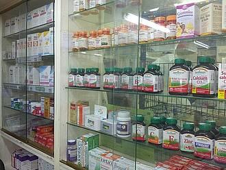 Defekt oder unerwünschte Nebenwirkungen: Die Arzneimittelkommission der Deutschen Apotheker sammelt und prüft Rückmeldungen aus den Apotheken