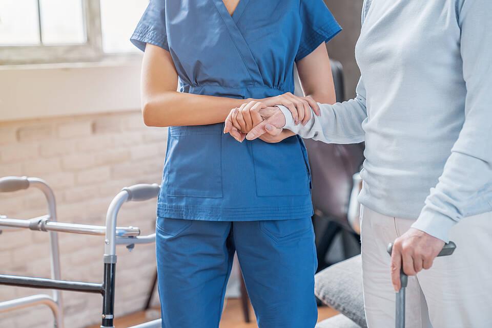 Pflegeheime: Qualitätskontrollen durch den MDK sollen am 1. Oktober wieder beginnen