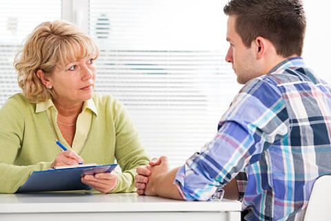 Pflegestützpunkte helfen bei Anträgen und der Organisation der Pflege