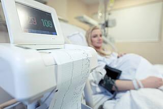 Schwangere stecken eine COVID-19 Erkrankung in der Regel gut weg. Doch es kommt auch zu schweren Verläufen in der Schwangerschaft, die auf der Intensivstation behandelt werden müssen