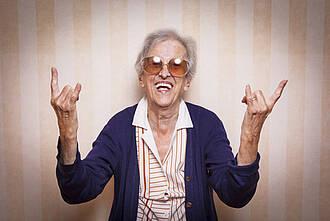 Ältere Menschen sind länger fit. Das geht aus der Berliner Altersstudie BASE II hervor