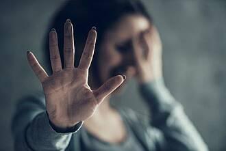 Rund 3 Prozent der Frauen in Deutschland wurden in der Zeit der strengen Kontaktbeschränkungen zu Hause Opfer körperlicher Gewalt