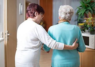 Hier pflegt der größte Pflegedienst Deutschlands: Tochter kümmert sich um betagte Mutter