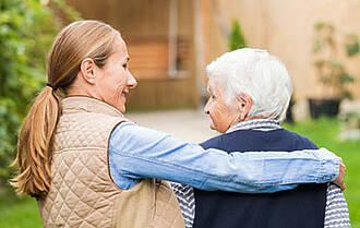 Pflegende Angehörige schultern die Hauptlast. Zwei Drittel der rund 2,7 Millionen Pflegebedürftigen werden mit ihrer Unterstützung versorgt