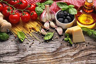 Zur Mittelmeerküche gehören viel Gemüse und Olivenöl