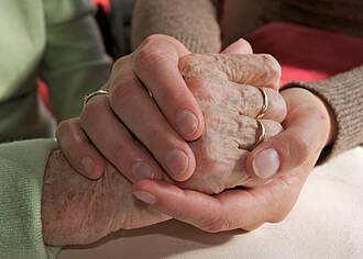 Pflegende Angehörige leisen wichtigen Dienst