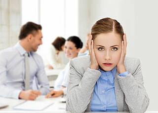 Geräuschkulisse am Arbeitsplatz: Ab einem Lärmpegel von65 Dezibel steigt das Risiko für Bluthochdruck und Herzinfarkt