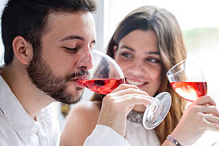 Appetit auf mehr: Alkohol stimuliert unsere Hungerzentrale