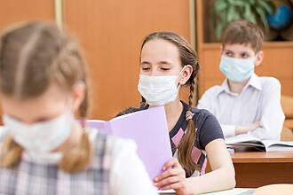Kinder entwickeln nur sehr selten eine schwere COVID-19-Infektion mit Atembeschwerden und/oder Organversagen. Aber sie können ansteckend sein