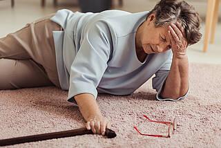 sturz, sturzpatient, oberschenkelhalsbruch, osteoporose, sturzprophylaxe, gleichgewichtssinn