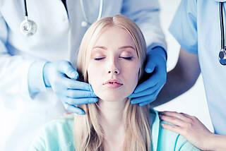 Studie aus Großbritannien: Bei vier von fünf fortgeschrittenen Kopf-Hals-Tumoren kann auf eine Neck-Dissection verzichtet werden. Die Patienten müssen sich dann jedoch einer Chemo- und Strahlentherapie unterziehen