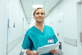 Mehr Pflegepersonal sorgt durch die bessere Betreuung sogar für Einsparungen